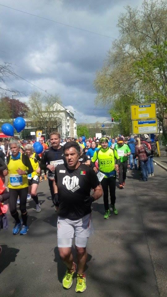 Einer von 4.000 Marathon-Startern: Matze Weiser im neongelben Vereinsdress