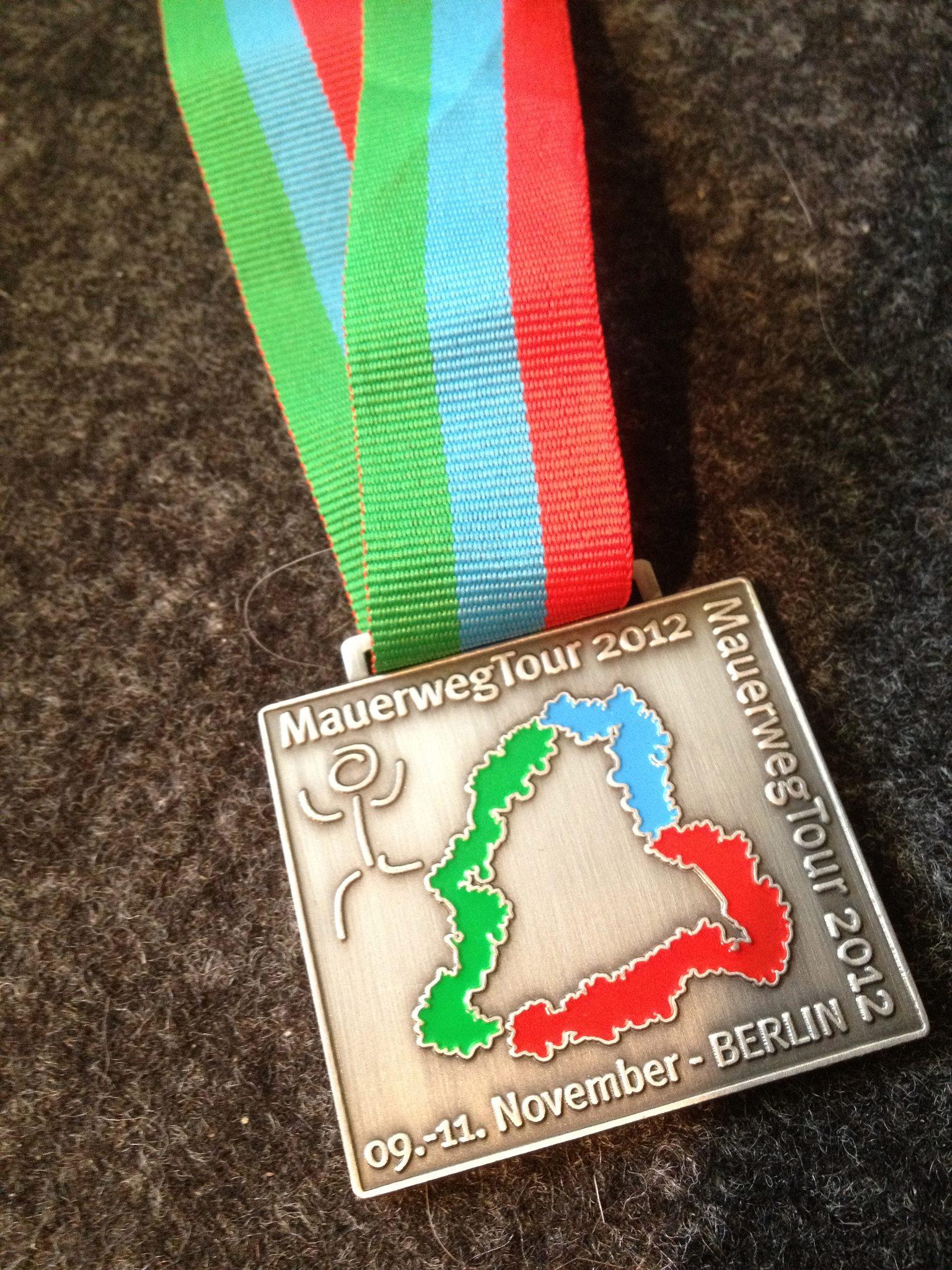 Für die Finisher gibt es Urkunden und Medaillen, hier zu sehen die Medaille aus dem Jahr 2012.