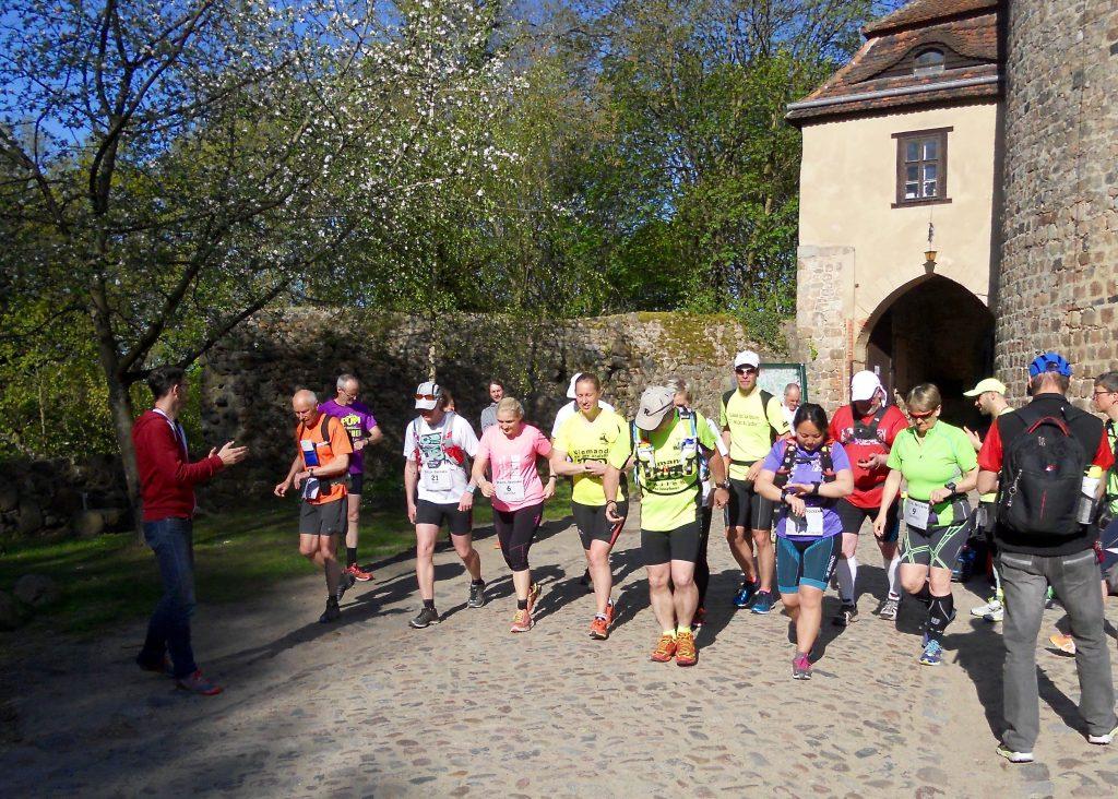Drei, zwei, eins - los! Start bei Burg Rabenstein an Tag 3