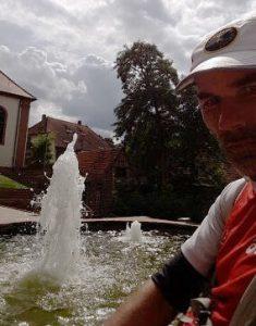 Kühlung für die Waden: Brunnen in Baden-Württemberg. (Foto: Hendrik Fenz)