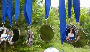 Medaillen zum 1. Wolfgang Zieger-Gedächtnislauf. (Foto: Jörg Levermann)