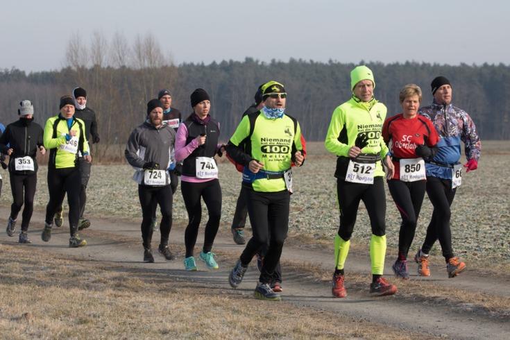 Ein Gelber kommt selten allein: Matze und Mark beim Rundendrehen. Foto: Norbert Wilhelmi/laufen.de