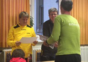 Singend zum Sieg: Gabriele Eisele (links) und Martina Ramthun.