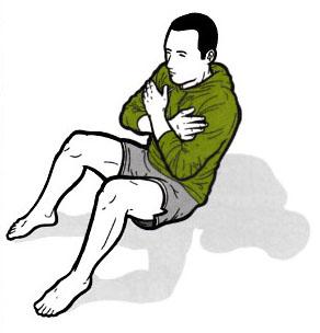 Achte auf den geraden Rücken: Brust raus, Schulterblätter zusammendrücken!